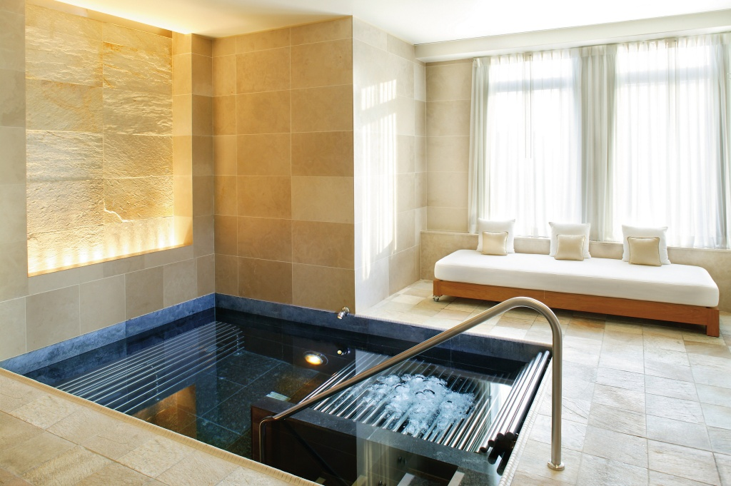 new-york-luxury-spa-vitality-pool